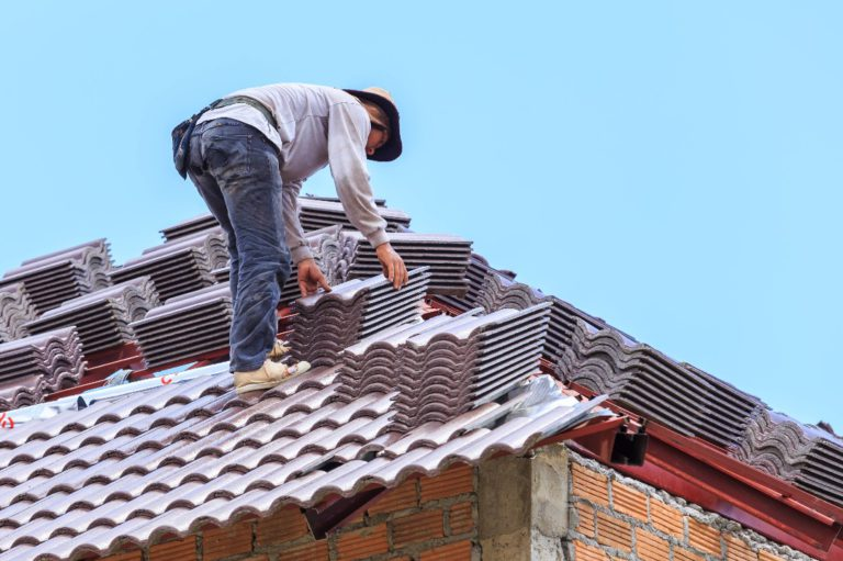 Quel pro contacter pour poser son toit?