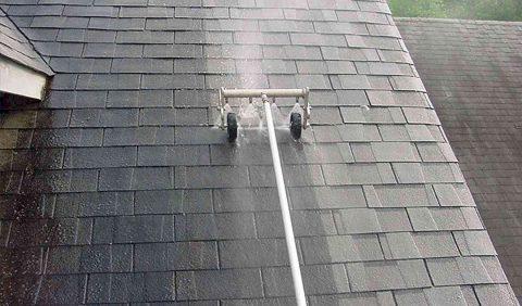 Tout l'équipement pour nettoyer sa toiture