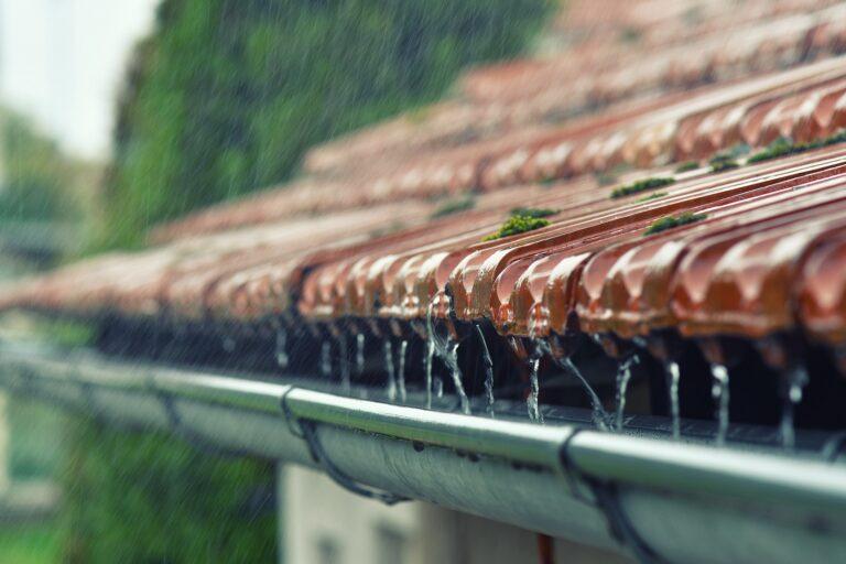 pluie sur le toit