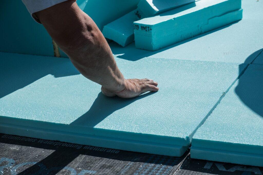 isolation toit plat avec plaque de polyuréthane